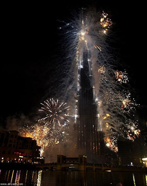 أميركي[5]؛ وتم افتتاحه في 4 يناير 2010 بحضور الشيخ محمد
